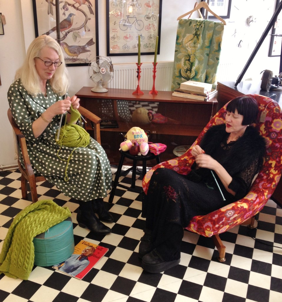 Group Of People Knitting : A knitter s guide to chester by mel suz